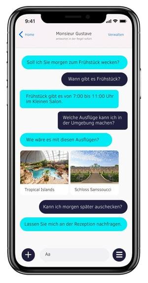Hotel Chatbot in der Unterhaltung mit einem Hotelgast