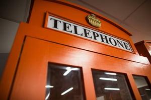 Eine alte Telefonkabine im Hotel
