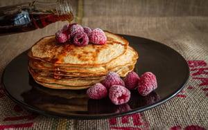 Leckere Pancakes im Room-Service-Menü auf dem SuitePad anbieten
