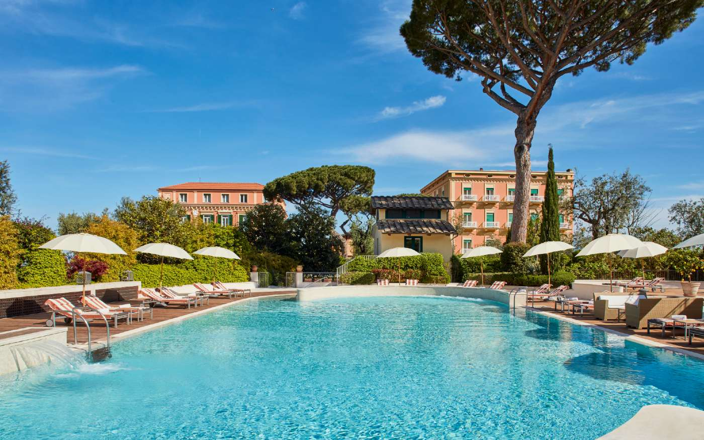 Pool in from of the Grand Hotel Excelsior Vittoria